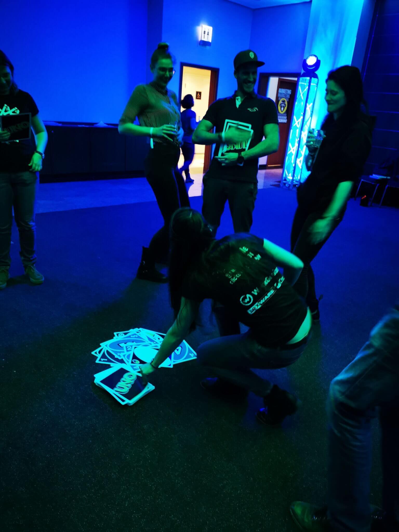 Partystimmung beim Riesen Uno Spiel