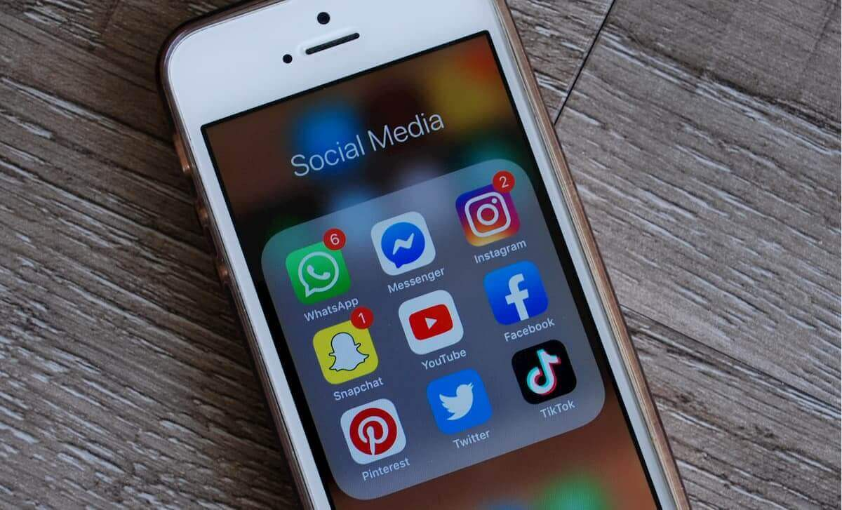 social media news april 2020 smartphone
