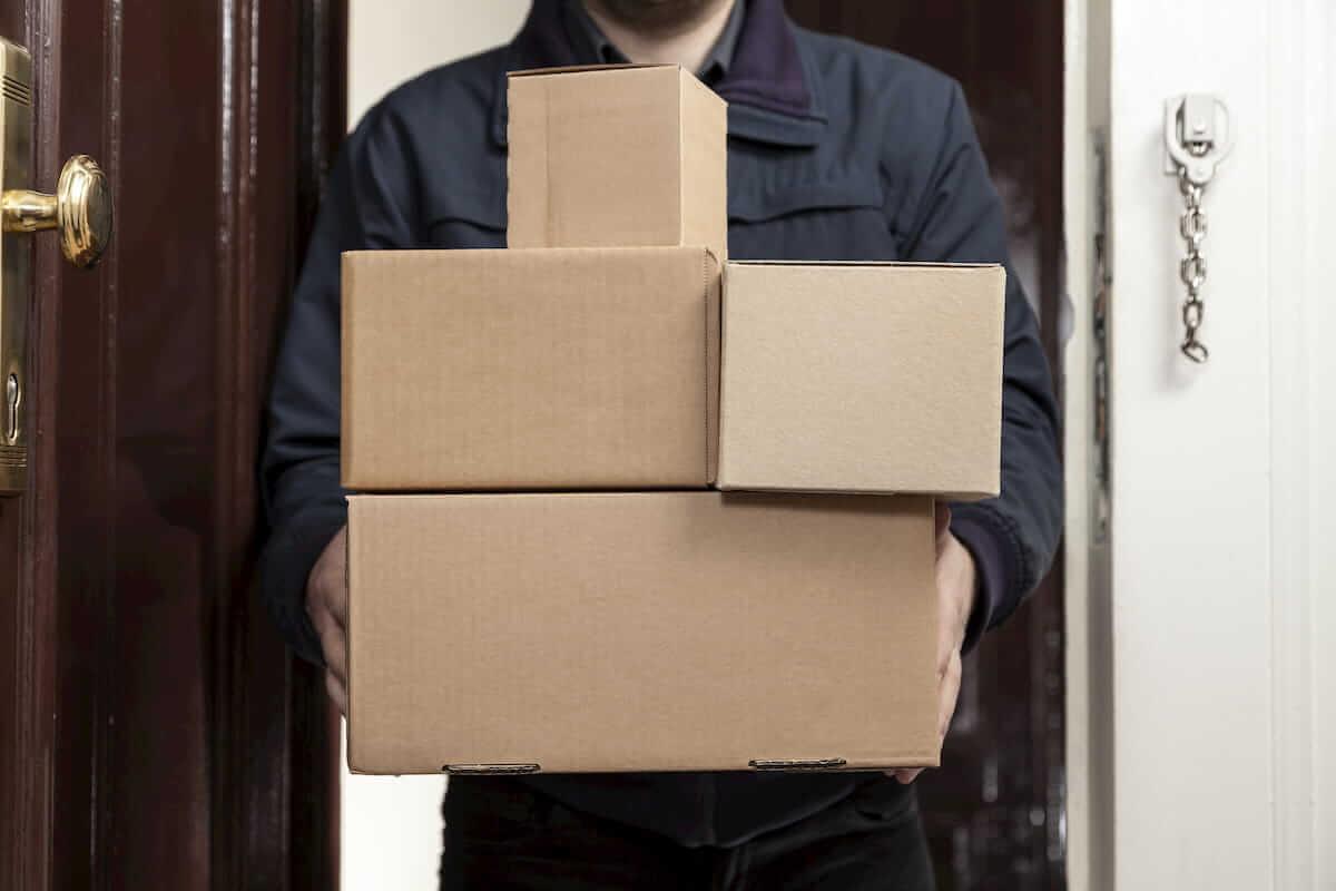 Paketboten haben derzeit noch mehr Arbeit als sonst.