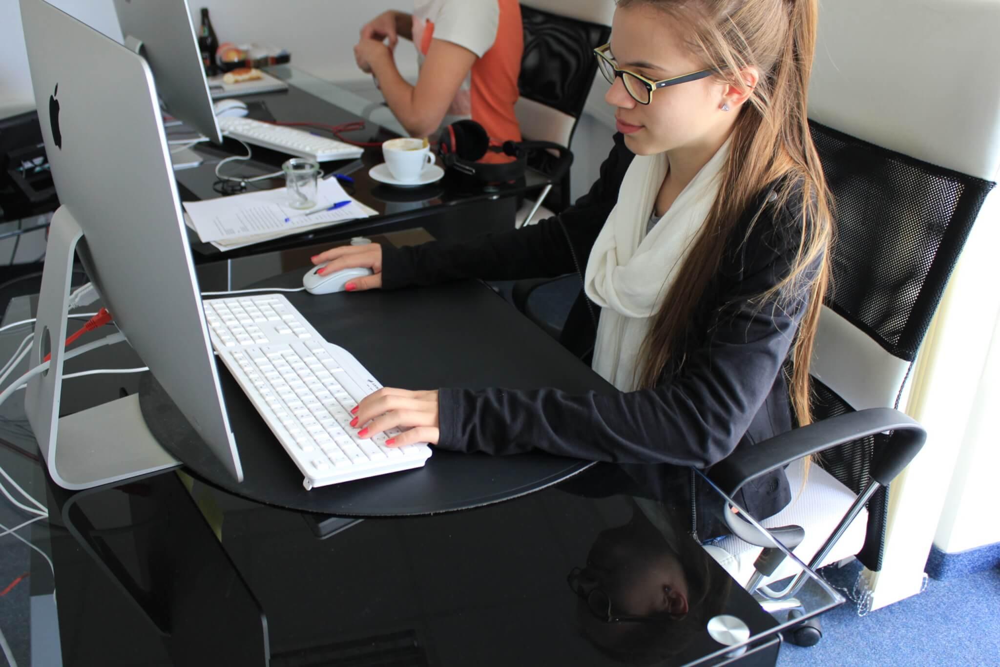 girls_computer